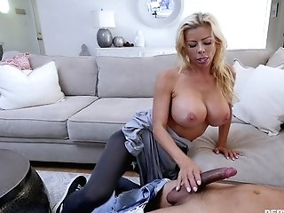 Sucking And Railing A Lengthy Dick Are Two Things Alexis Fawx Likes The Most