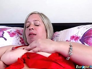 Europemature Shooting Starlet Solo Have Fun And Tool Fuck