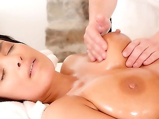 Beautiful Anissa Kate Gives Up Her Rump After Being Oiled Up And Massaged