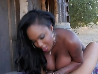 Dirty Dancing Curvy Black Butt-banged Outdoors