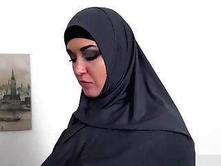 Arab Wifey Gets Banked By Proprietor