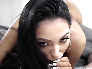 Mouth Watering Stepsister In Sexy Undergarments Mj Fresh Gives A Good Point Of View Blow-job