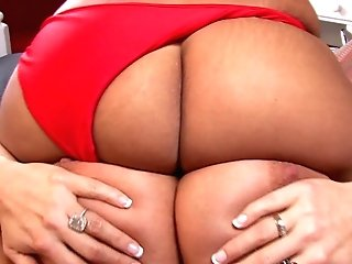 Girly-girl Kelly Massaging Nice Big Bootie In Close Up