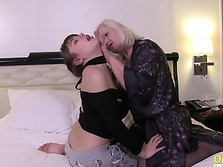 Brit Matures With Big Natural Breasts Gobbling And Finger-tickling Hairy Girly-girl