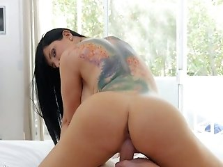 Curvy Bitch With Sexy Tattoo On Her Back Romi Rain Loves Having Dirty Hump With Her Paramour