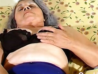 Omahotel Gray Haired Granny Lezzie Striptease