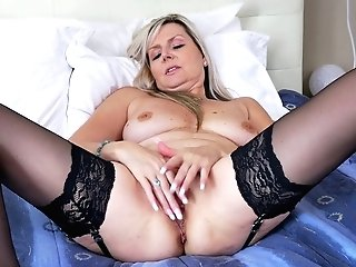 Lonely Housewife Velvet Skye Is Masturbating Raw And Whorish Honeypot