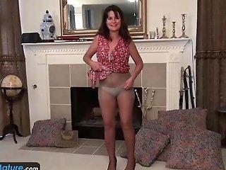 Europemature Old Fashioned Lori Leane Fucks Sextoy