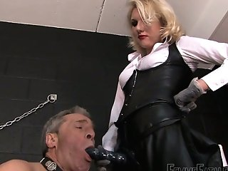 Ash-blonde Mistress Akella Is Penalizing Assfuck Fuckhole And Deep Facehole Of Obedient Dude