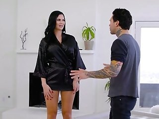 Jaw Ripping Off Vamp Jasmine Jae Gives A Nuru Rubdown And Rails A Dick